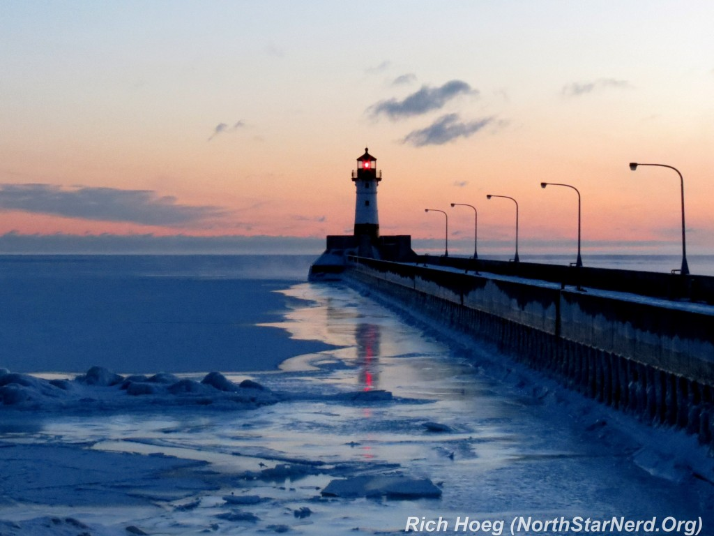 Canal-Park-Lighthouse-Sunrise