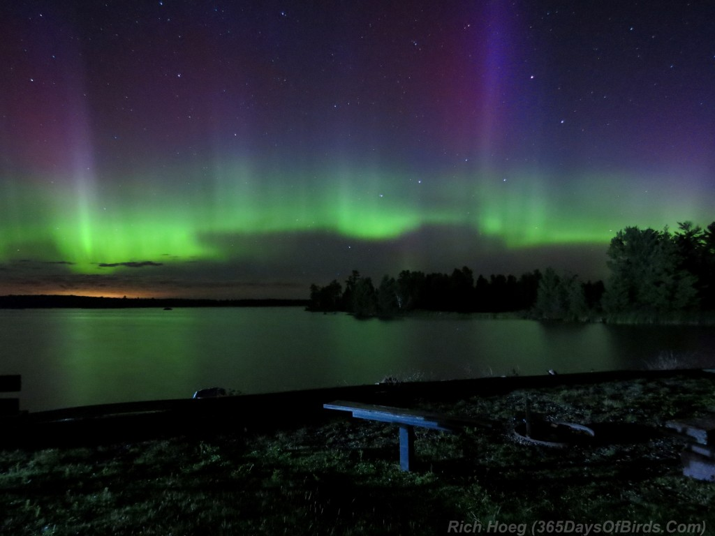 Boulder-Lake-Northern-Lights-A14-05w-Beacons