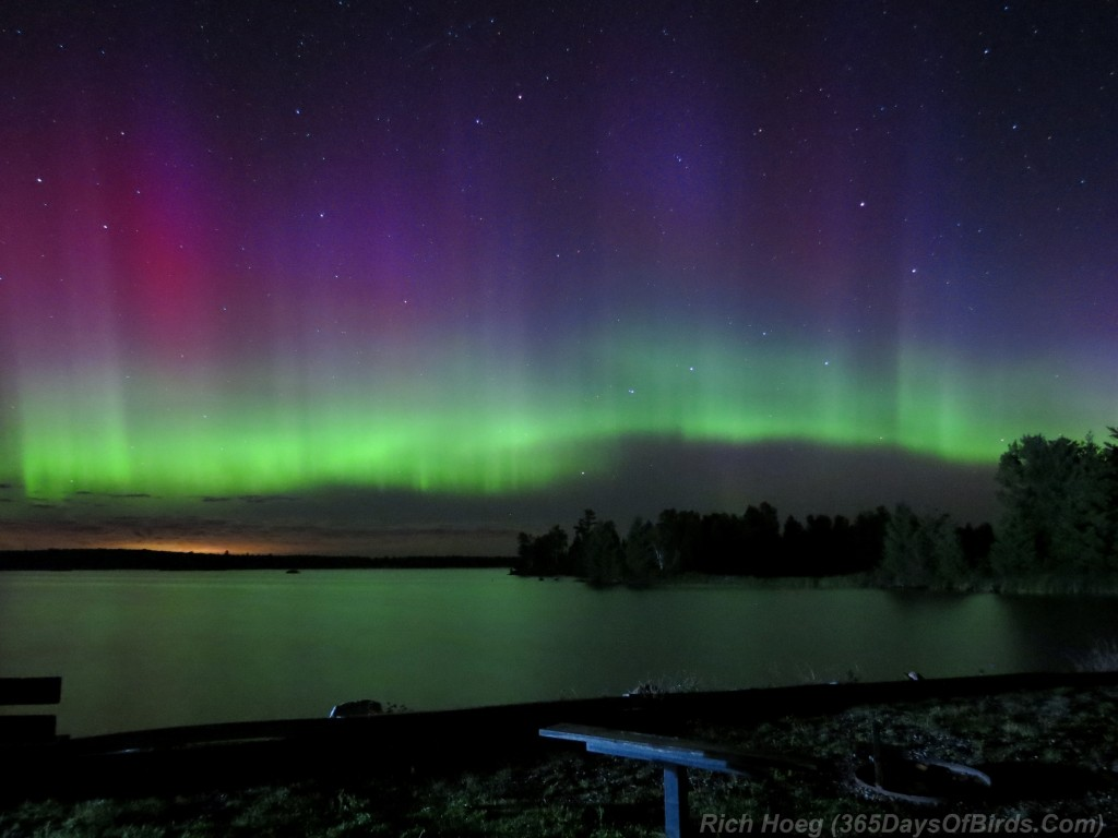 Boulder-Lake-Northern-Lights-A14-07w-Beacons